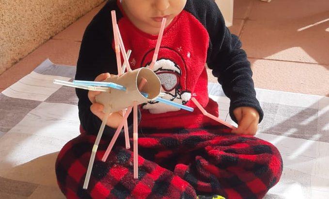 actividades con niños en casa - pajitas y rollo